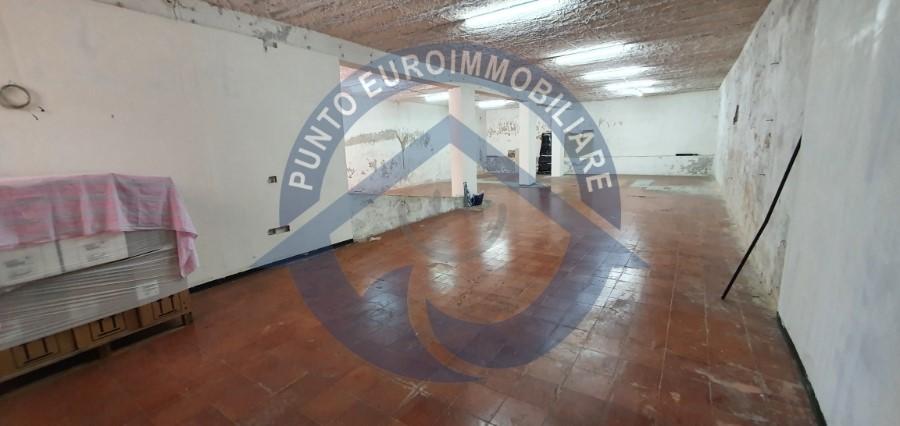 Ampio garage vendita Napoli via Bartolo Longo
