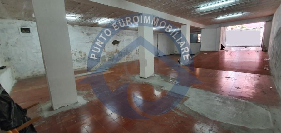 Ampio garage vendita Napoli